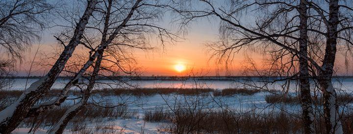 The setting sun on a frosty evening - Dobrydnev