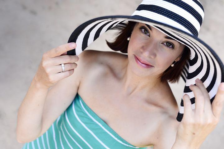 Girl in striped hat - Dobrydnev
