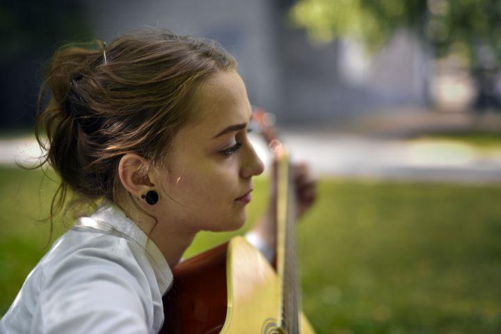 Girl with guitar - Dobrydnev