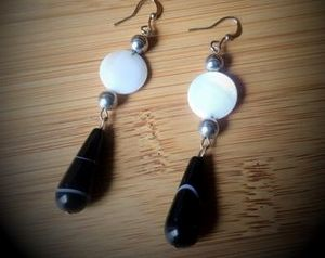 Black Gemstone Teardrop & Coin Shell