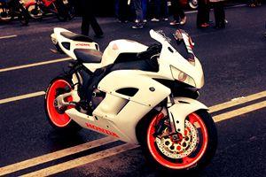 White HONDA CBR 600