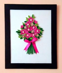 Ribbon tied flowers Quilling