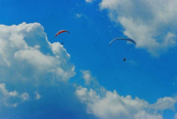 Paraplanes - Anton Popov