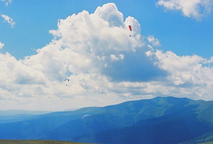 flying in the sky - Anton Popov