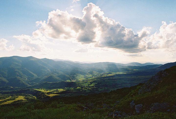 Light over the valley - Anton Popov