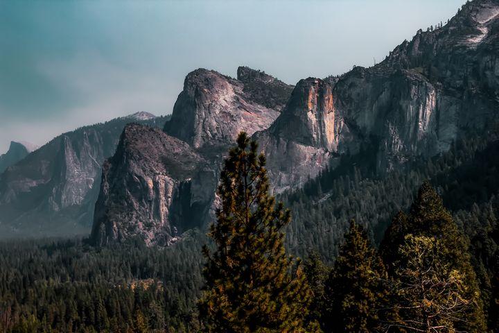 Mountains with blue sky at Yosemite - TimmyLA
