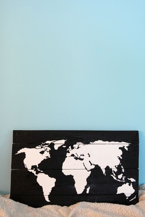 World map | wooden sign - Completeart