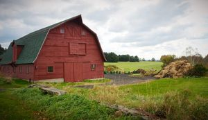 Gambrel Style Barn - NatureBabe Photos