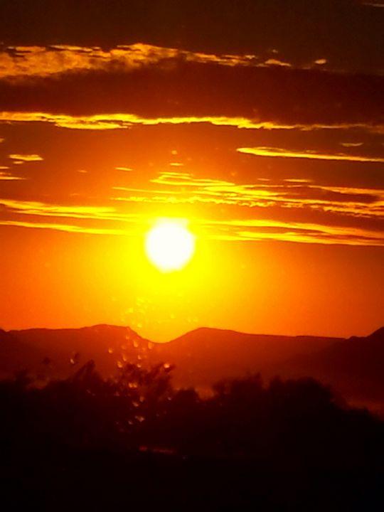 Sunset Mountain Sky - Sunshine's Corner