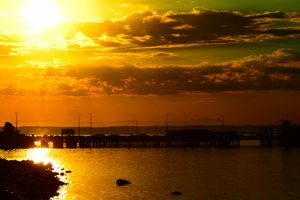 A Piers sunrise - Ngtimages