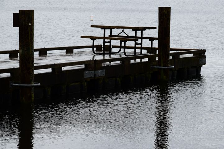 Picnic table - Ngtimages