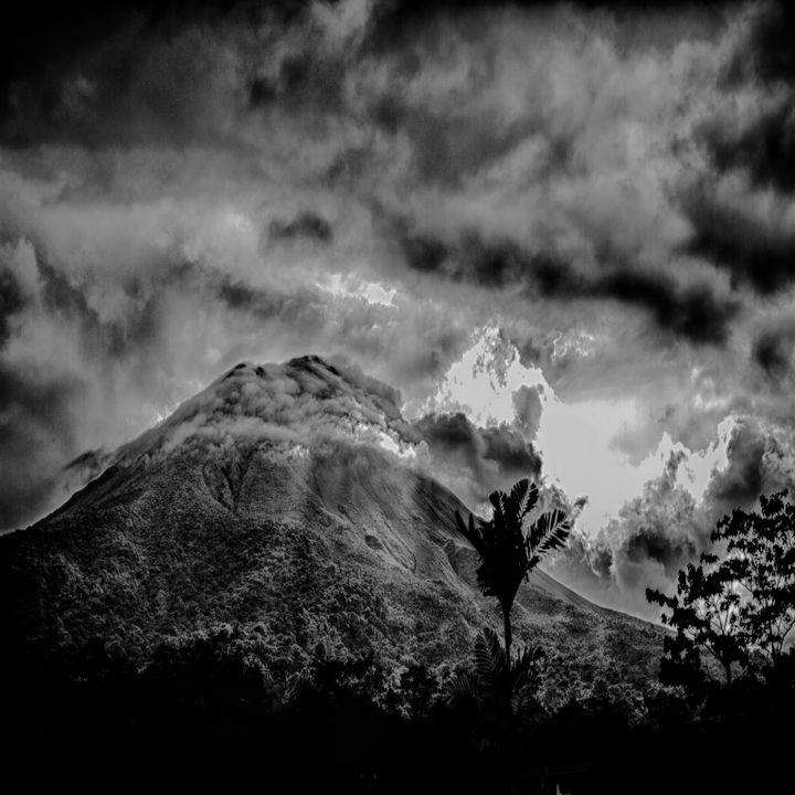 Volcano Arenal with god rays - Pura Vida Vision