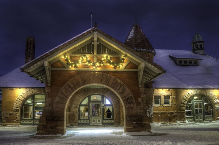 Cold Wait at the Train Station - Kazoo in HDR