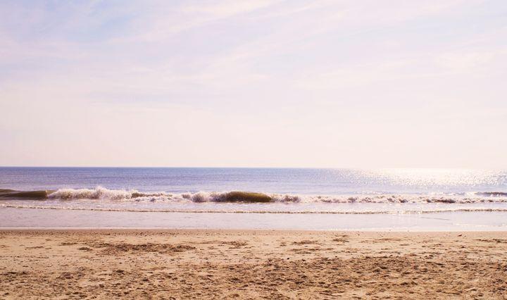 Crashing the shore - Alyssa Evans