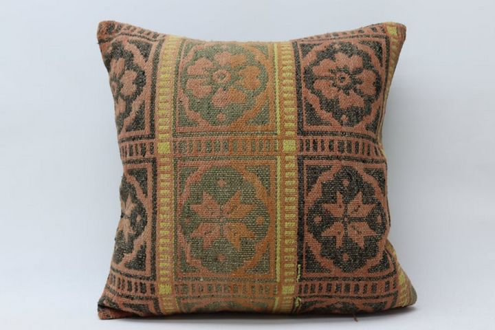 decorative kilim pillow - Geostoria