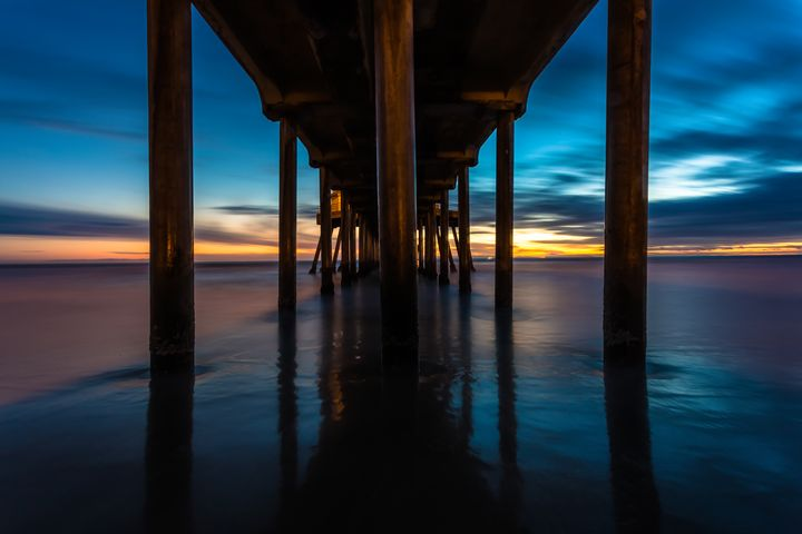Under the Pier in Huntington - Ale Rodrigues