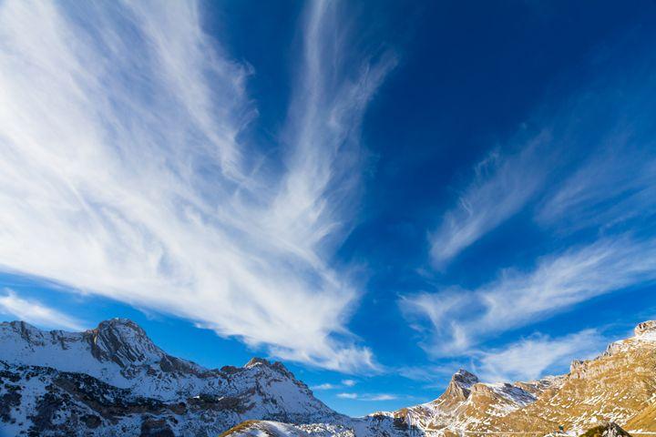 Sky, clouds and mountains. - Tartalja