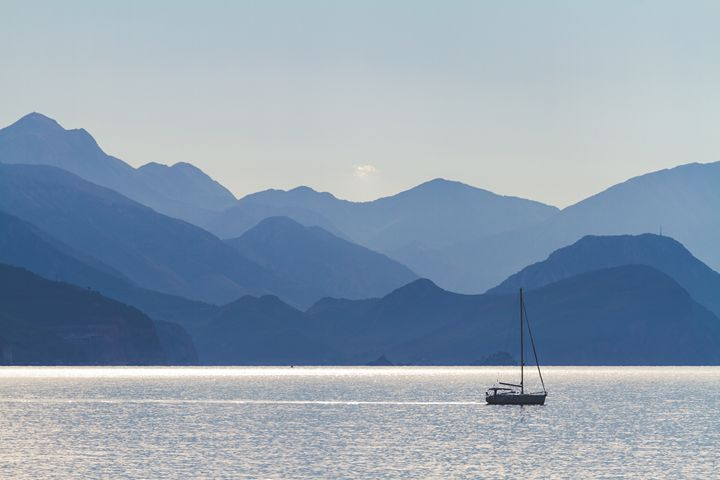 Sea, mountains and a fisherman boat. - Tartalja