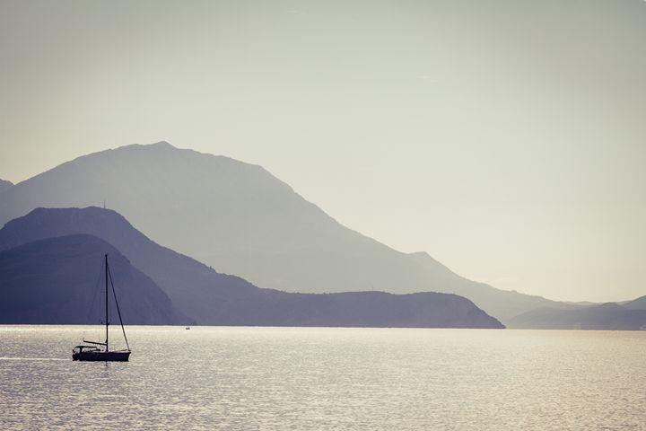 Sea, mountains and a fishermen boat. - Tartalja