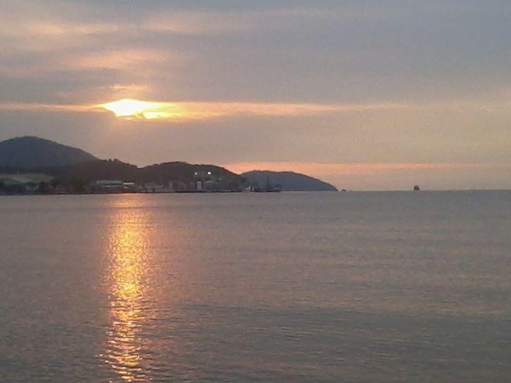Sunset Reflects - HoneySugarQuill