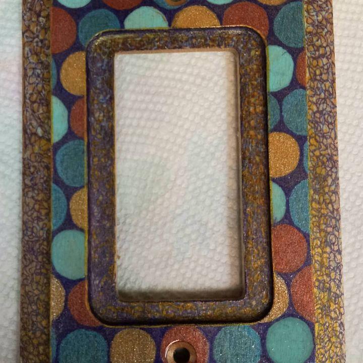 Switchplate dots - Marie Hammond Art