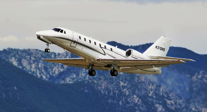 2004 CESSNA 680 at KBJC - Mile High Aviation Art