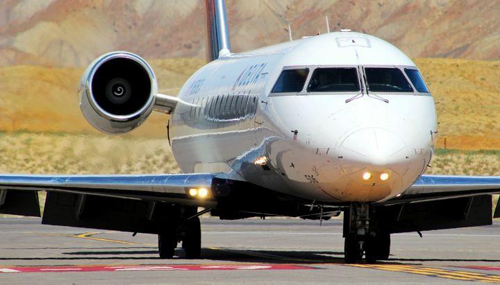 Delta CRJ-200 at at KGJT - Mile High Aviation Art