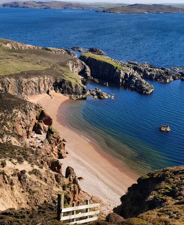 Muckle roe beach - MalinRobertsArt