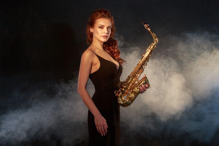 Woman with sax - KRIVONOS