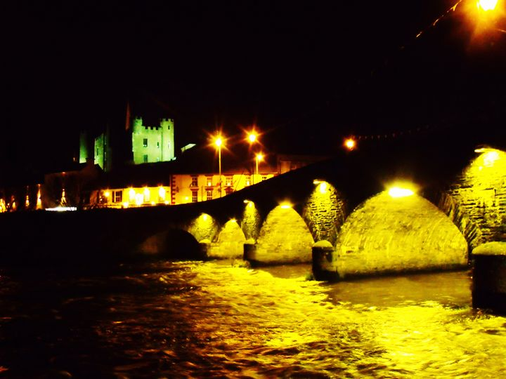 Castle and Bridge at night - Pictures of Ireland