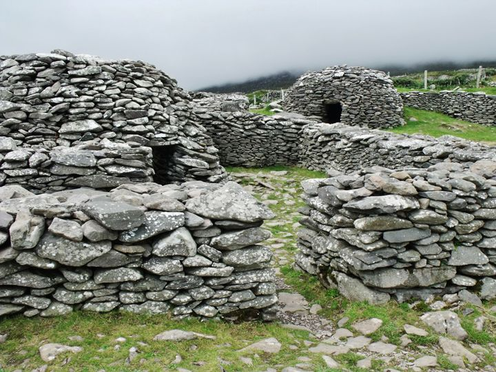 Beehive Huts - Pictures of Ireland
