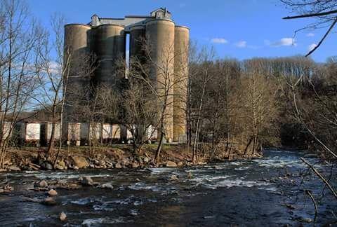 Abandoned industrial - Yeimy Esp