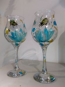 Bee happy wine glasses