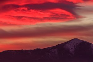 a red cloud above the mountain