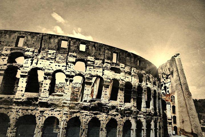 Colosseum in Sepia - Elise Heisler