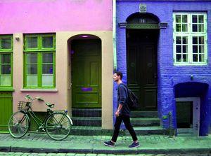 hued street