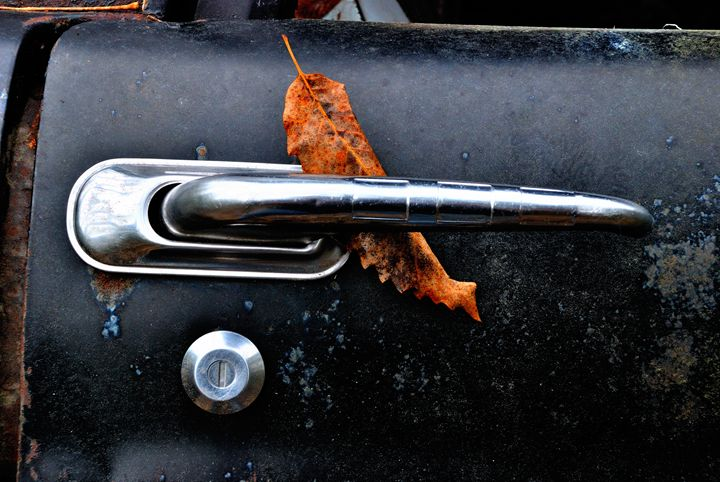 Leaf on truck handle - Gregg's Americana