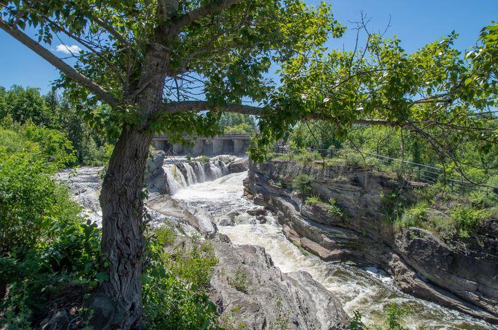 Hog's Back Park and waterfall 9 - Bob Corson Photography