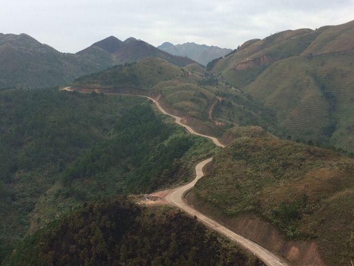 the road on the top of the mountain - Lê Văn Hậu