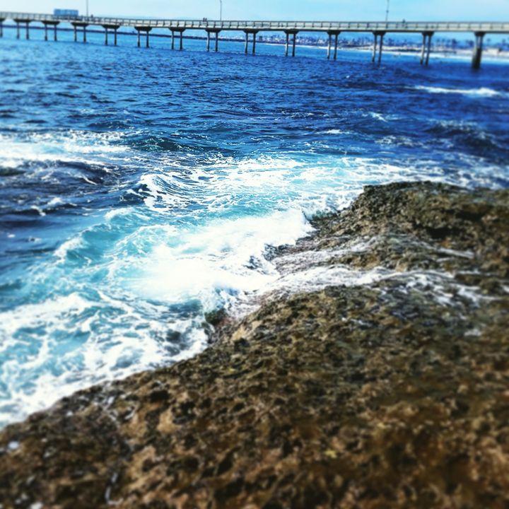 Pier on the ocean blue - Undeadgrin