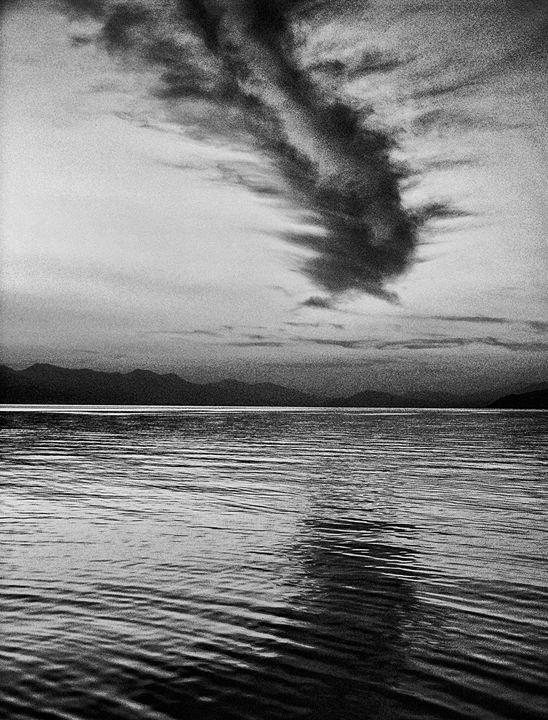 the dragon over the lake - hakfin