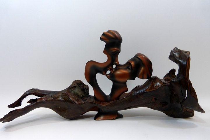 The Kiss - Driftwood Secrets