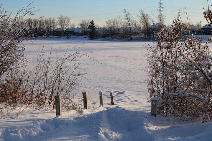 Frozen lake, Blainville - Antoine Khanji