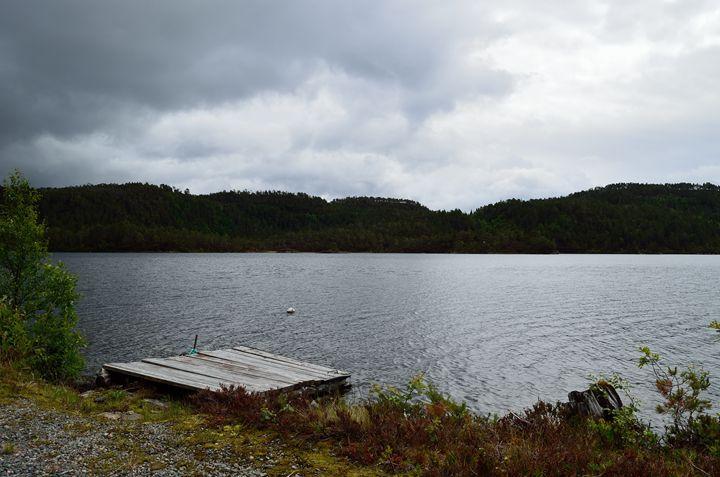 norwegian lake - jorenvagvatnet - Fjord and Rust