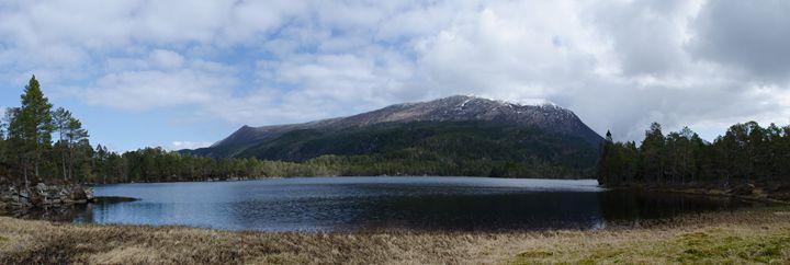 norwegian lake - Fjord and Rust