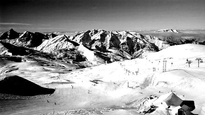 Les Deux Alpes in Monochrome - Char la Française