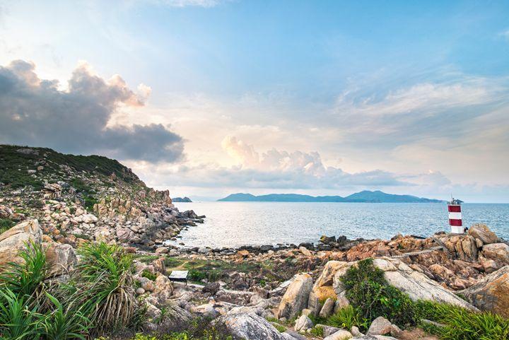 Lighthouse Sea Cliff of Stone Plates - Vu Dzung