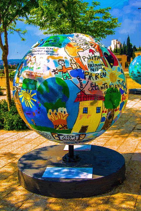 Globe statue - slavamalai