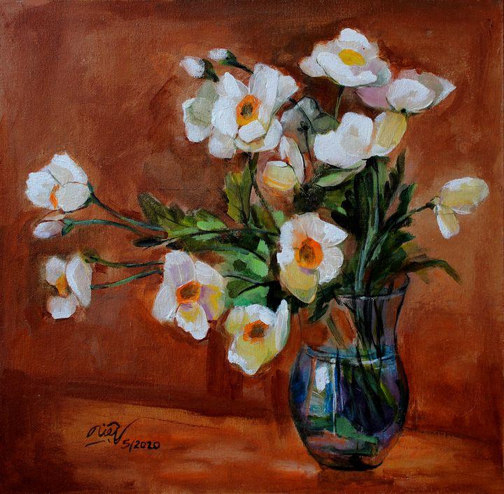 White Poppies in vase - Loi Hong Diep art