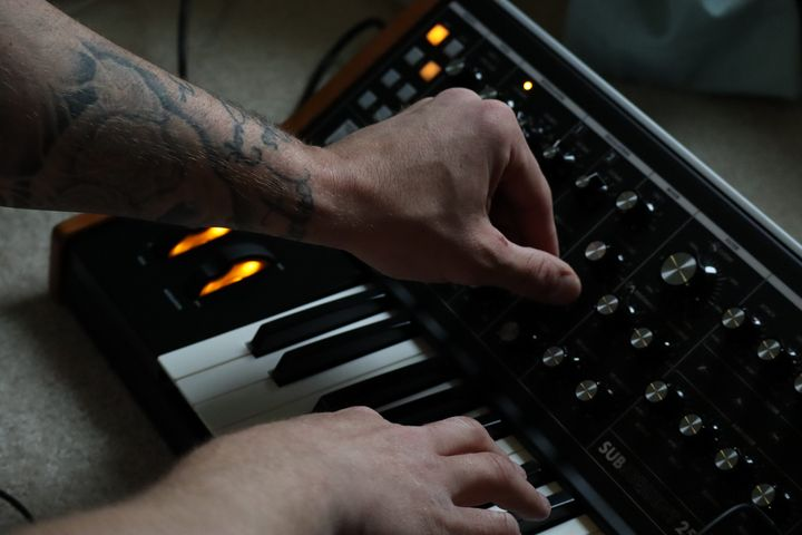 Synthesizer play - Environmental Manipulations